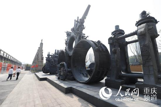 馆内展出的工业雕塑。