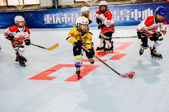 重庆市冰雪运动四季拓展活动暨2019重庆市轮滑冰球俱乐部新人联赛举行