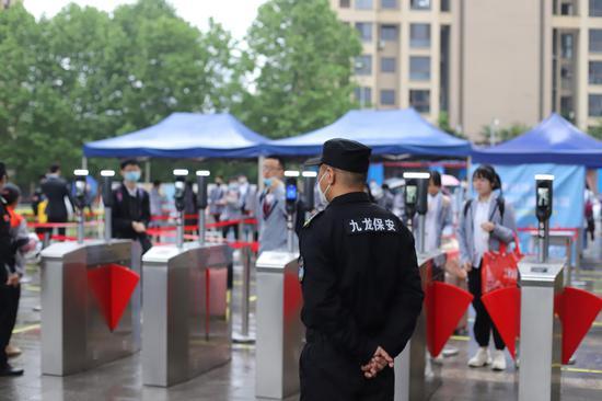 重庆高三年级开学第一天 多项措施保障学生安全复课
