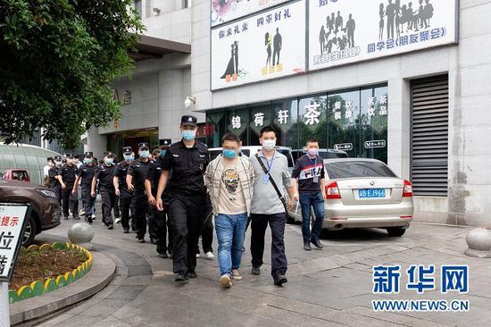 成渝警方联手破获一起股票配资诈骗案。新华网发