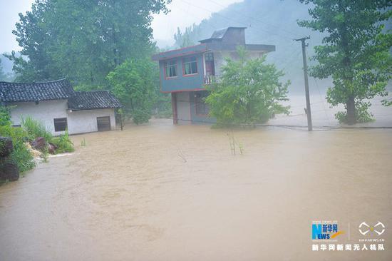 无人机直击:重庆酉阳遭受暴雨袭击 多个乡镇受灾