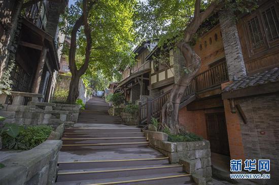 这是8月28日拍摄的重庆十八梯传统风貌改造项目已建成区域。新华社记者 黄伟 摄