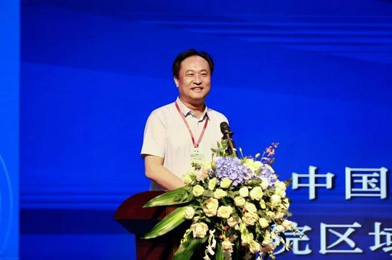 发展中国家科学院院士、中国科学院研究员刘彦随作《乡村振兴的系统思维与创新路径》主旨演讲。