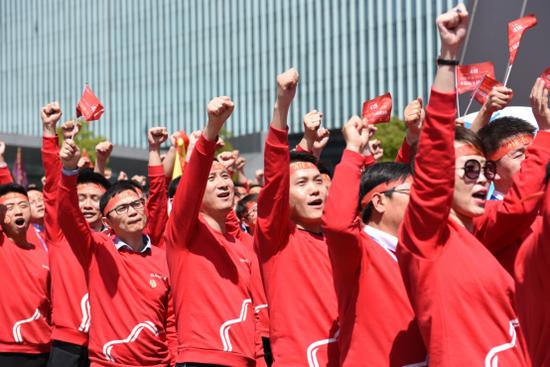 士气满满的苏宁员工