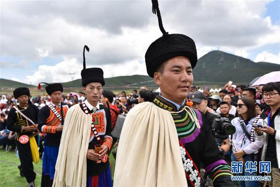 凉山彝族举行选美大赛 美女神似迪丽热巴