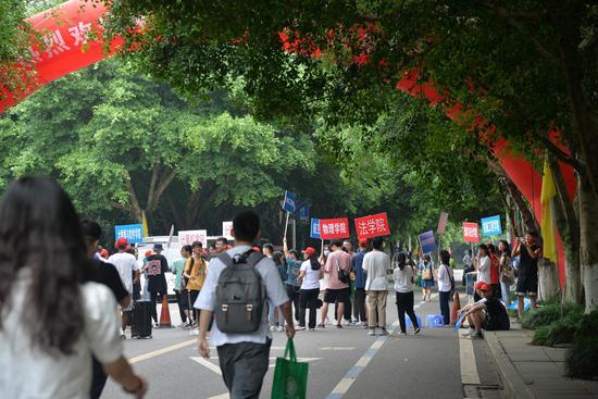元气满满!重庆大学迎2020级本科新生 家长不能进校