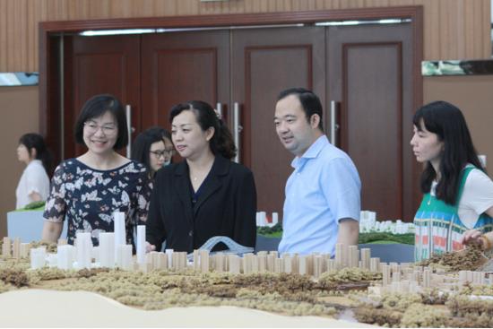 中共重庆市南岸区委常委、常务副区长 黄红到会指导