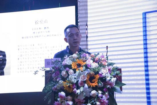 讲课者:陆军军医大学大坪医院徐伦山教授   课题:《微血管减压术意外情况及并发症的处置经验分享》