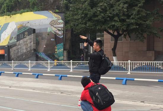 李子坝轻轨站:网友们那些的神奇造型