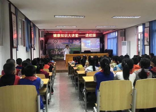 重庆爱尔眼科总院(江北)小儿眼科医生为孩子们科普近视防控知识