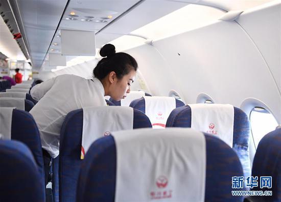 """90后航空安全员汤春燕:""""愿每一次飞行都喜乐平安"""""""