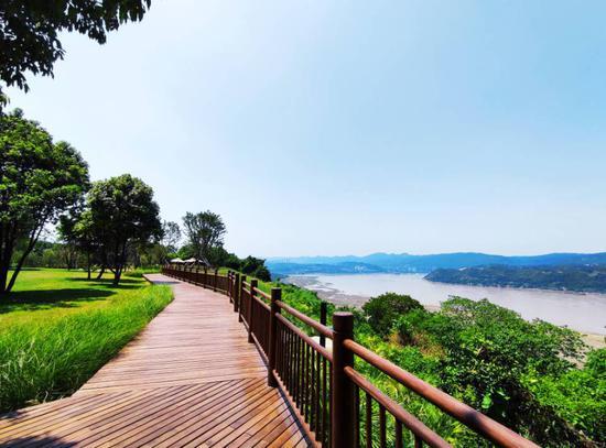 长江重庆段最大江心岛开放 阳光绚烂景色迷人