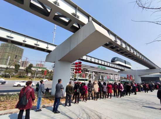 太火!重慶市民排長隊免費試乘璧山云巴