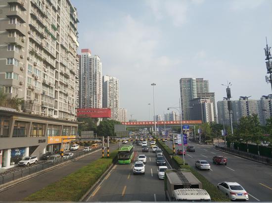 主城最长公交优先道今日启用 新浪重庆实拍道路现场