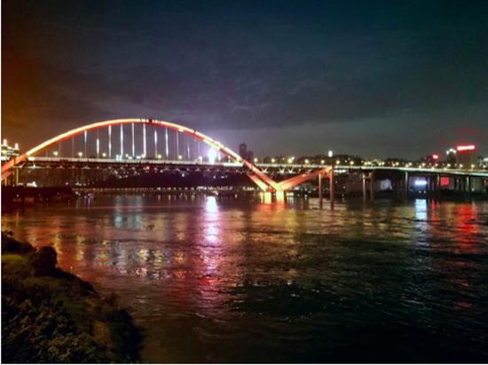 大桥灯饰图片 市照明局供图