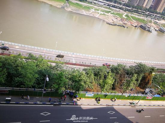 李子坝修观景平台 今后拍轻轨穿楼更方便