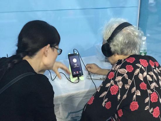 九龙坡居民正在体验视频问诊