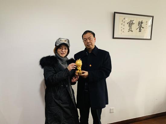 图为重庆旅投代表领奖合影