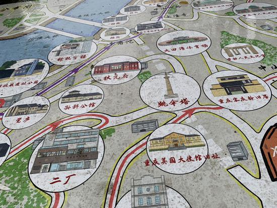 重庆李子坝公园惊现巨大地图 渝中区景点尽收眼底
