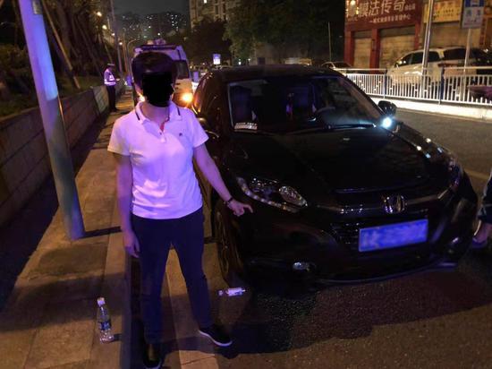 回兴大队依法查处一名二次酒驾司机。渝北区交巡警支队供图