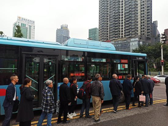 打探主城首批两字头干线公交 速度快停站少出行方便