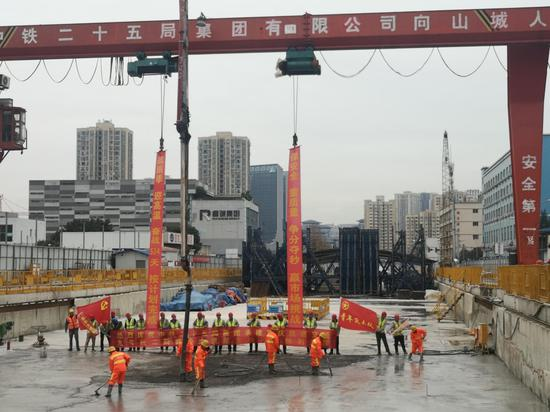 全线首座!重庆轨道交通9号线二期春华大道站实现主体结构封顶