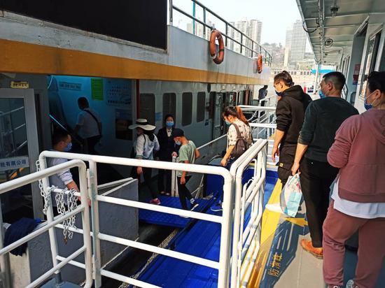 现场打探重庆两江轮渡 疫情期间不支持纸质售票(图)