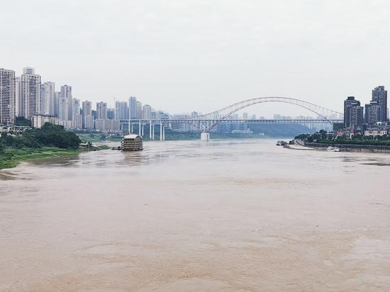 """今夏首个洪峰过境重庆 朝天门""""鸳鸯锅""""消失不见"""