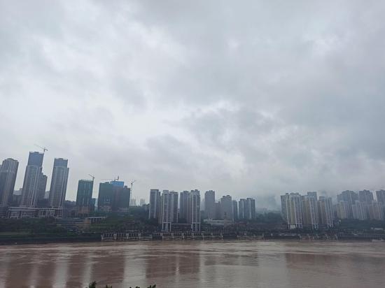 重庆主城遭遇暴雨袭击 两江水位上涨明显[组图]