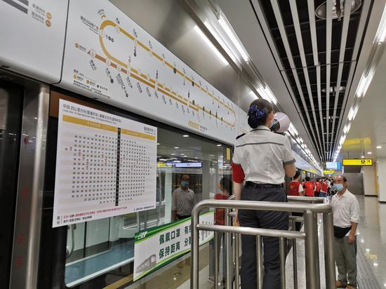 重庆地铁环线过他本、4号线互联互通列车投入载客试运营