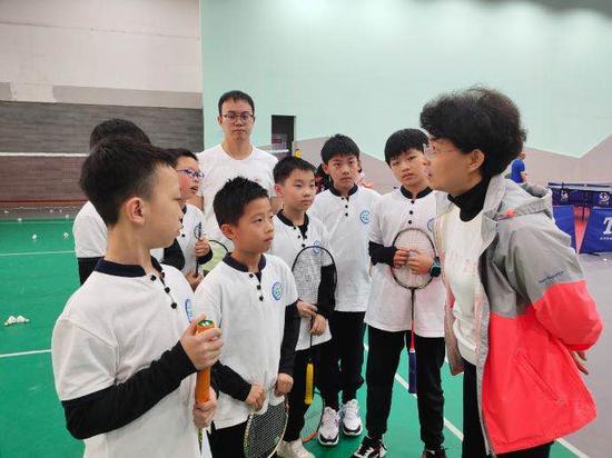 杨晓静主任与孩子们的交流