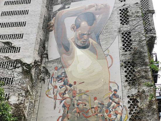 西班牙涂鸦大师巨幅墙绘现身重庆街头 面积超200平米