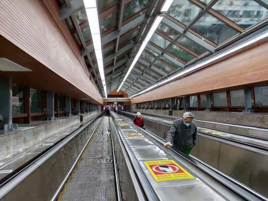现场体验重新开放的重庆皇冠大扶梯 增设裸眼3D(图)
