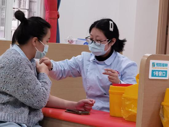 探访化龙桥社区新冠疫苗免费接种现场