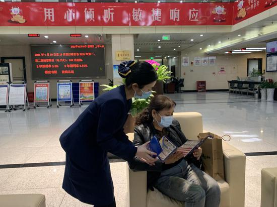 恒丰银行重庆分行积极开展全民国家安全教育日宣传活动