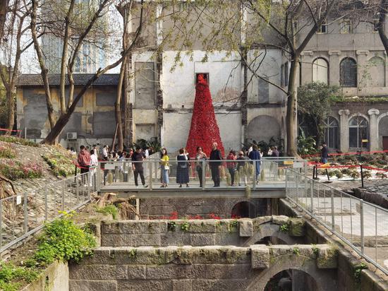 """藏在百年建筑里的""""荒野花园"""" 吸引众多游客打卡"""