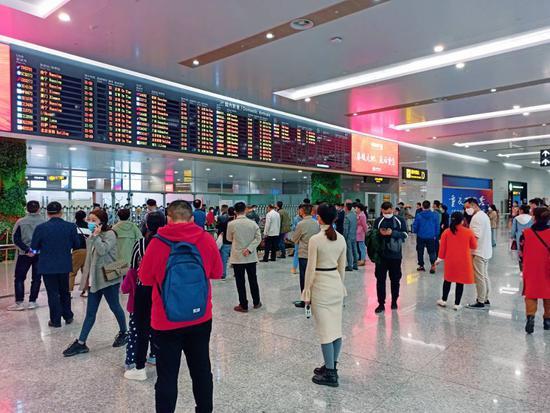 现场:重庆江北机场客流正在恢复