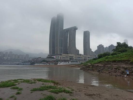 """重庆突降暴雨 """"渝尔代夫""""空无一人"""