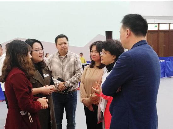 杨晓静主任和王一副校长共同提出运动训练和德育并重