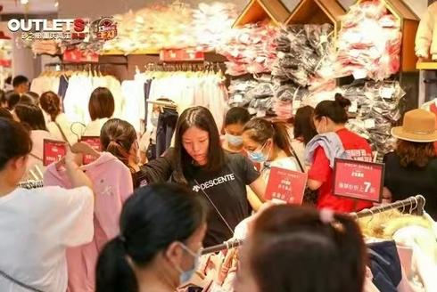 不夜两江生活节助推 商场迎消费高峰