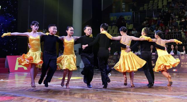 重庆市第二届学生体育舞蹈竞标赛举行
