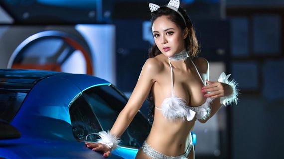 猫女妖娆身材超性感 美女车模诱惑难挡