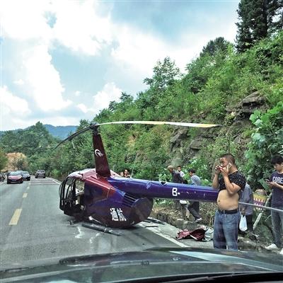 石柱公路上掉下一架直升飞机 1人受轻微伤
