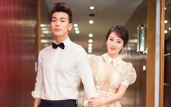 重庆籍女星大婚 透视婚纱露八字奶