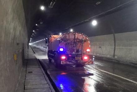 渝武高速北碚隧道养护施工完成