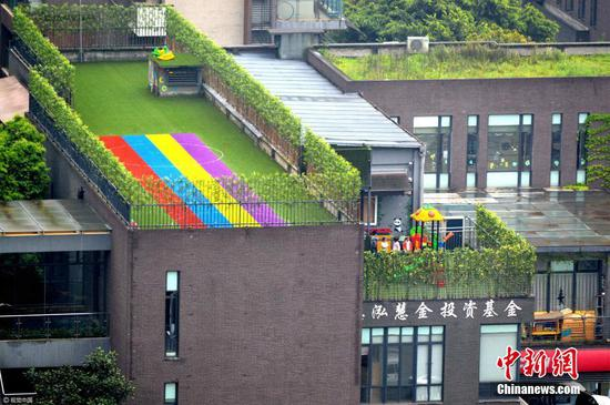 """重庆现""""立体""""幼儿园 游乐场操场建楼顶"""