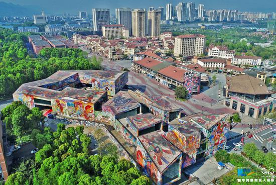 航拍重庆罗中立美术馆 造型色彩超炫酷