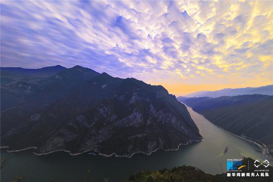 航拍长江三峡日出日落 朝霞如虹斜晖脉脉