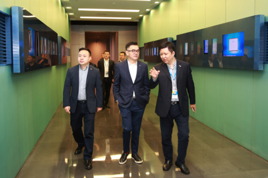 TCL集团副总裁、多媒体COO王成到访苏宁