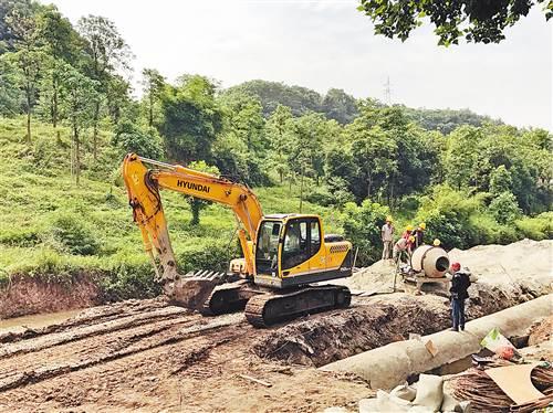 北碚区蔡家组团212国道沿线应急污水管网建设现场